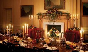 Luncheon-Room-Christmas-670×380
