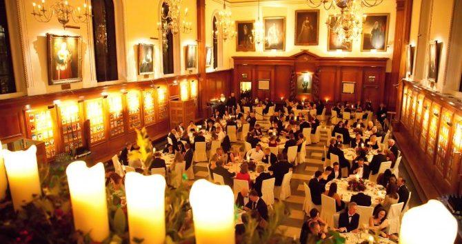 Main-Hall-Christmas-11-670×380