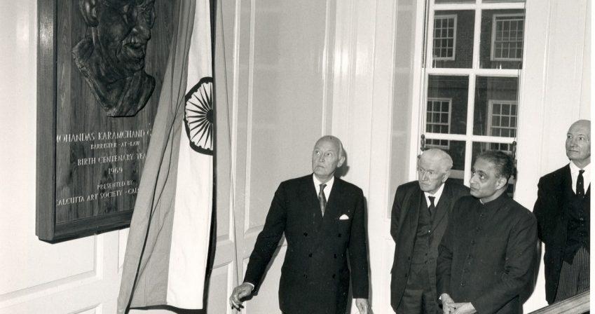 Gandhi-plaque-unveiling